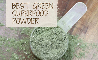Scoop of green superfood powder (caption: Best Green Superfood Powder)